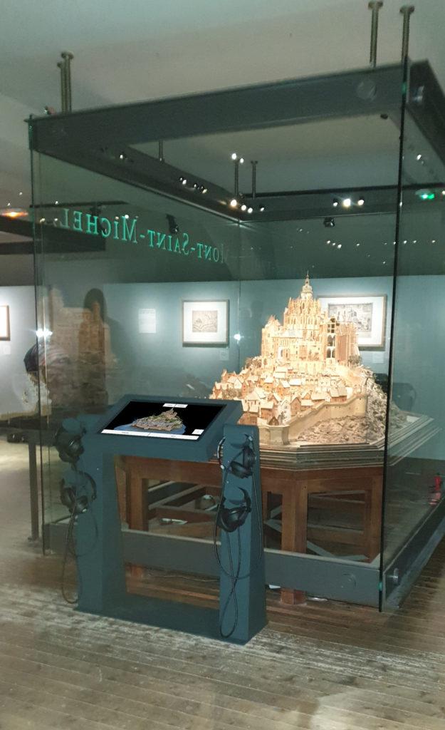 borne tactile-22 pouces-modulo-pmr-casque audio- Musée des Plans-Reliefs-Invalides-Paris